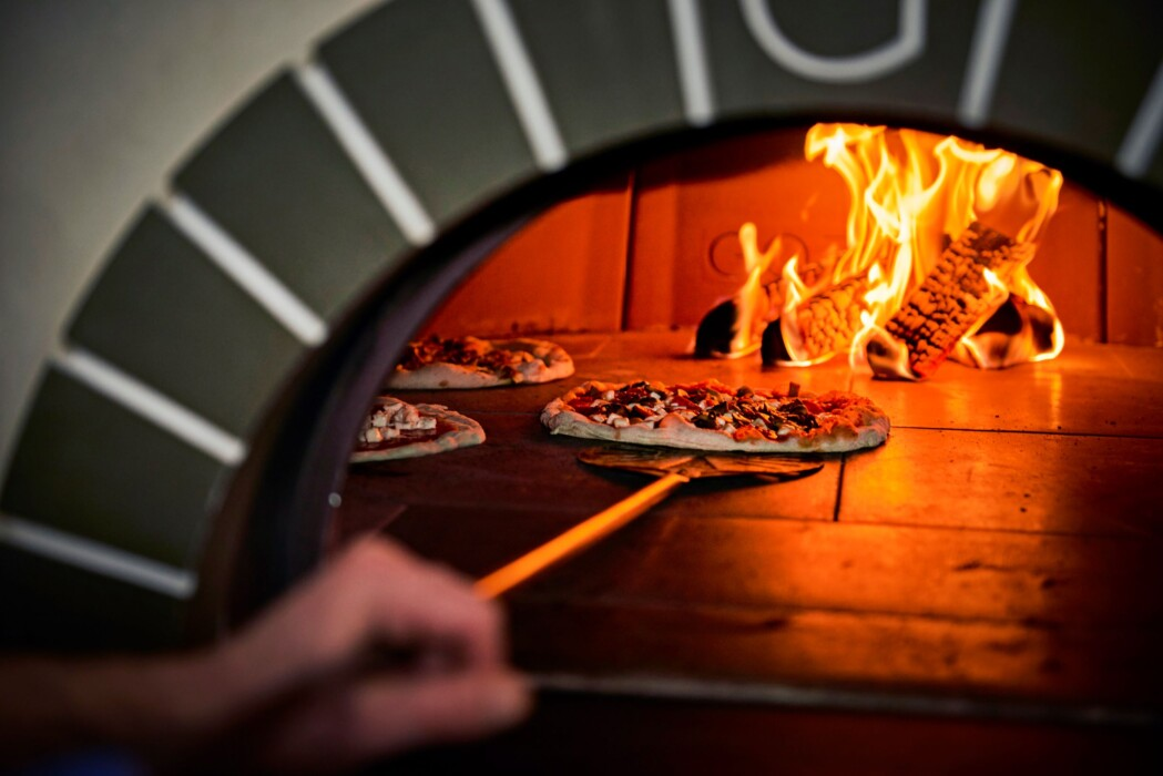 Oven and pizza – resized